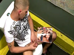 Gloryhole loving stud in threesome action
