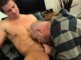 Handsome Euro escort ass rimmed an cocksucked