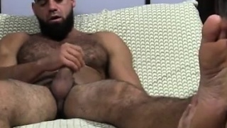 Hot-naked-mens-feet-and-nude-gay-ricky-larkin-shoots-his-loa_01
