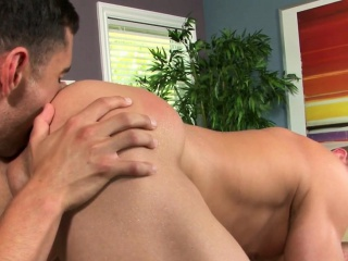 Hunky masseuse enjoys straight firsttimer HD Gays XXX Gay Porn Tube Video Image