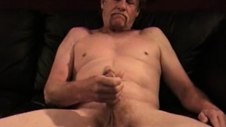 mature-amateur-david-jacking-off_01