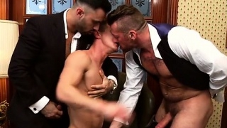 muscle-gay-threesome-with-cumshot_01-3
