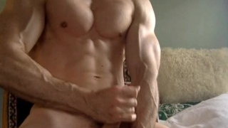 Muscle guy on cam