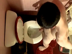 Piss face gay twink With stiffys pumping out out pee into the bowl, on