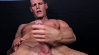 Ripped-solo-model-jerking-his-hard-muscle_01