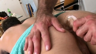 Sexy-boy-is-delighting-stud-with-deep-anal-riding_01